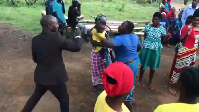 A rogue pastor was left with a major embarrassment after a lady betrayed him when he was performing fake miracles in a town during a crusade