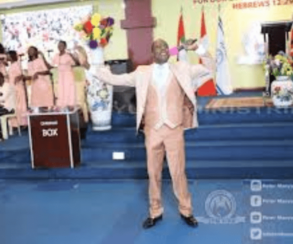 Fake city pastor, PETER MANYURU, making a killing by selling ready-to-drink anointed oil,Pens and stickers to his brainwashed congregants.