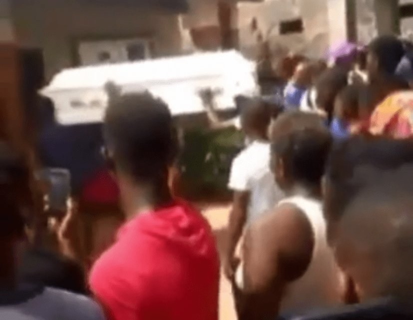 Drama as a corpse 'refuses' to be buried and leads mourners to the house of the suspected murderer (VIDEO).