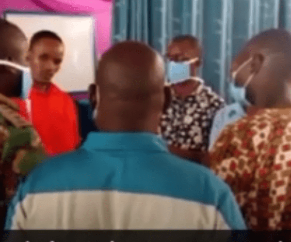 Con Kikuyu PASTOR arrested trying to resurrect a dead boy in church (VIDEO)