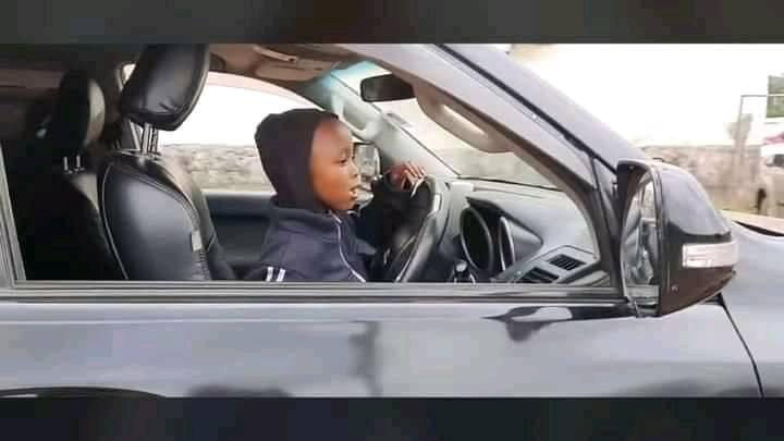 Uproar as a 4-year-old boy is spotted driving a Prado TX on a busy road – parents arrested (VIDEO).