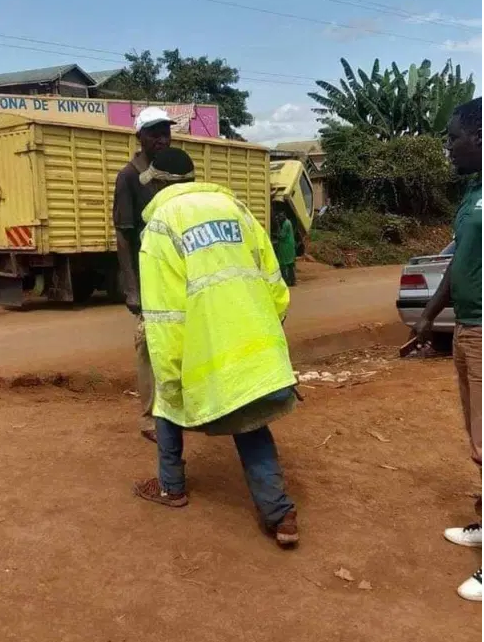 It's Never a dull Moment in KENYA,Did this guy steal a police jacket? –(PHOTO)