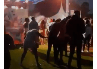 Gilbeys sio supu: Kenyan slay queen urinating in front of revelers at a night party (VIDEO).