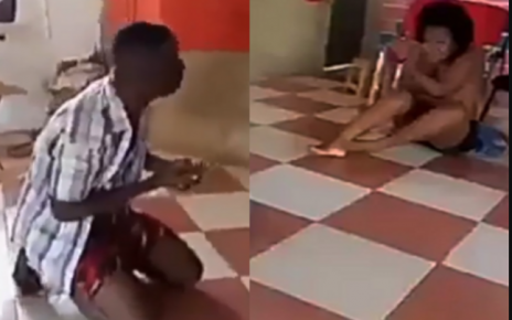 Mchungaji mla kondoo: A Pastor caught red-handed chewing a church woman on the altar (VIDEO).