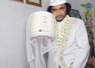 A man from Indonesia went viral on social media after he 'married' a rice cooker, an electric appliance used to make rice.
